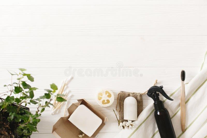 Podtrzymywalny stylu życia pojęcie, mieszkanie nieatutowy naturalny eco bambus tokuje fotografia stock