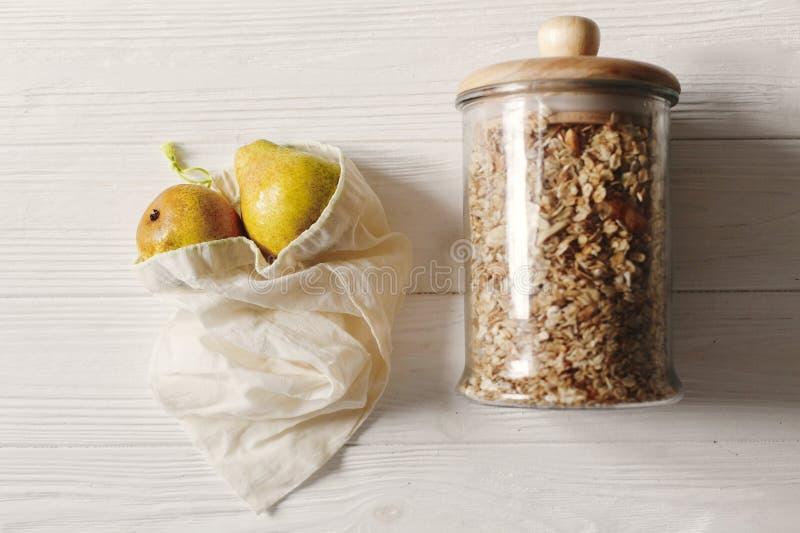Podtrzymywalny stylu życia pojęcie Zero odpady eco naturalne torby z obraz stock
