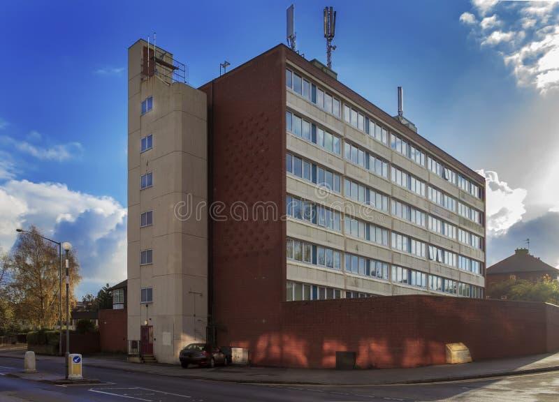 Podupadła część śródmieścia blok mieszkaniowy obrazy royalty free