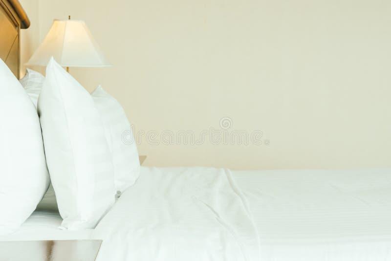 Poduszka na łóżku fotografia stock