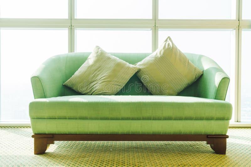 Poduszka na kanapie zdjęcie royalty free