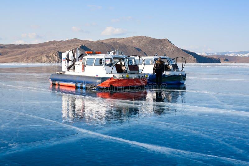 Poduszkowiec na powierzchni Jeziorny Baikal obrazy royalty free