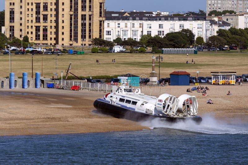 Poduszkowiec przy Southsea blisko Portsmouth, Anglia - obrazy royalty free