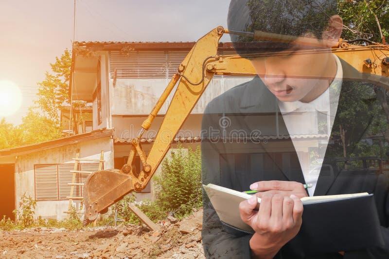 podwójny narażenia pojęcie biznesmen z rekrutacją z ręki podpisywania dokumentami w budowy miejscu pracy zdjęcia stock