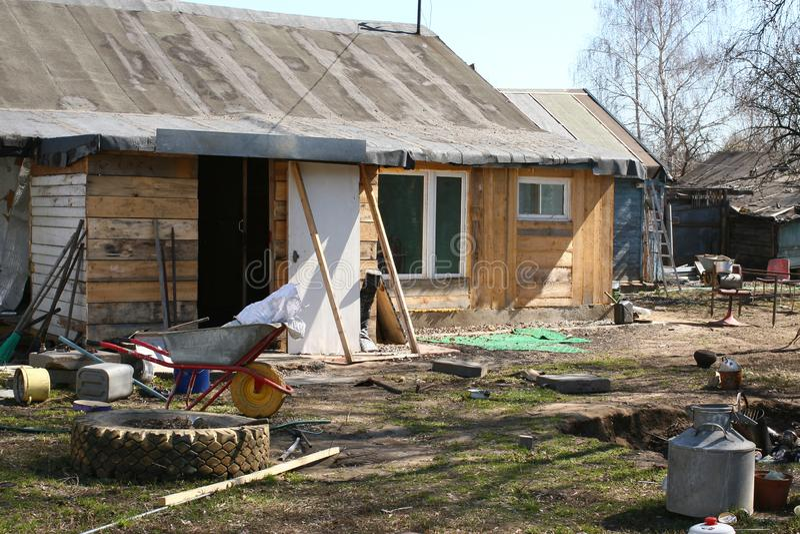 Podwórko, Gnijąca Rosyjska wioska obraz stock
