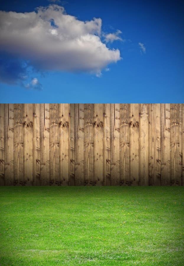 Podwórko z drewnianym ogrodzeniem zdjęcia royalty free