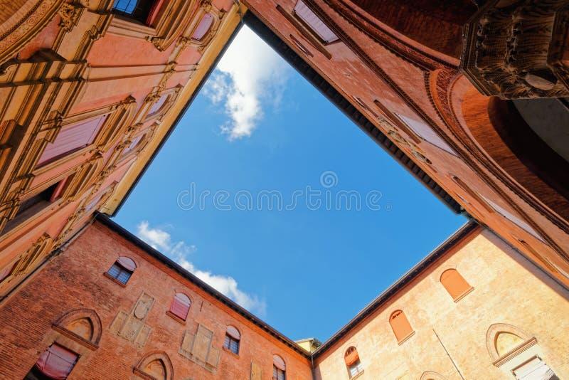 Podwórze Królewska Hiszpańska szkoła wyższa w uniwersytecie Bologna zdjęcia royalty free