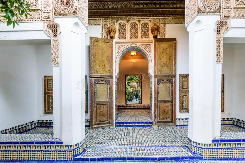 Podwórze przy El Bahia pałac w Marrakech starym miasteczku fotografia stock