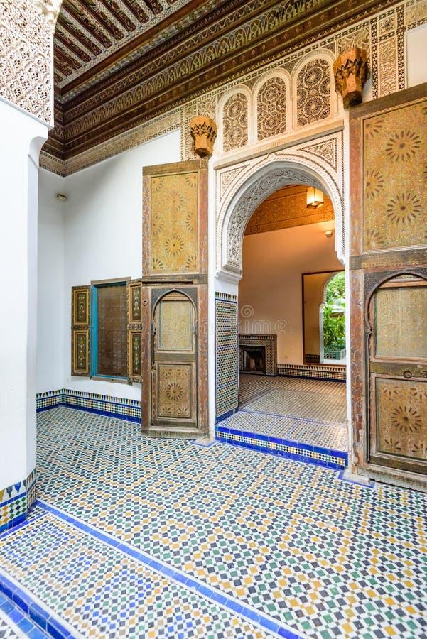 Podwórze przy El Bahia pałac w Marrakech starym miasteczku obrazy royalty free