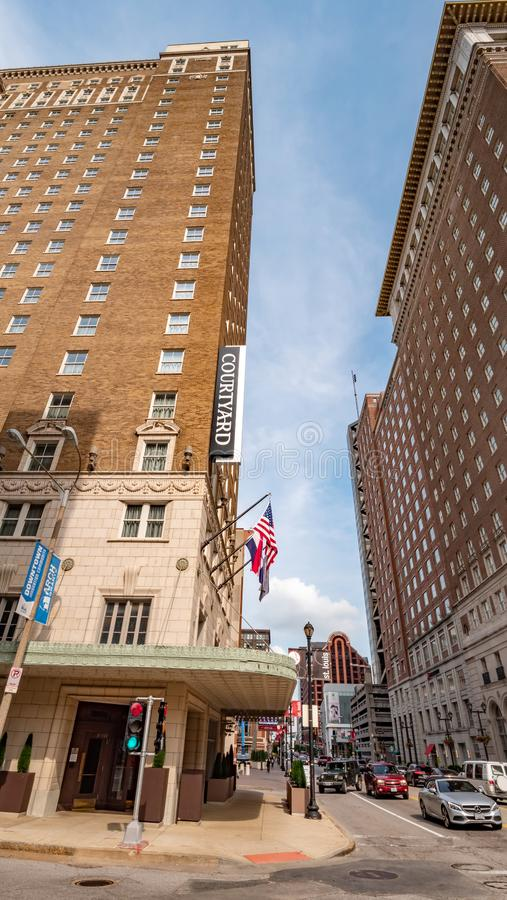 Podwórzowy hotel w St Louis śródmieściu - ST LOUIS, usa - CZERWIEC 19, 2019 obrazy stock