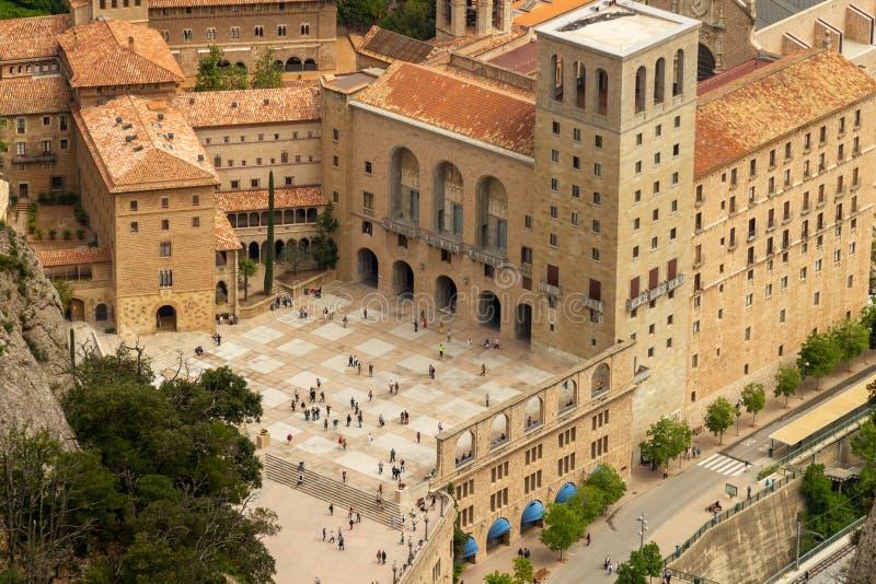 Podwórzowy i monastry od Montserrat z góry zdjęcie stock