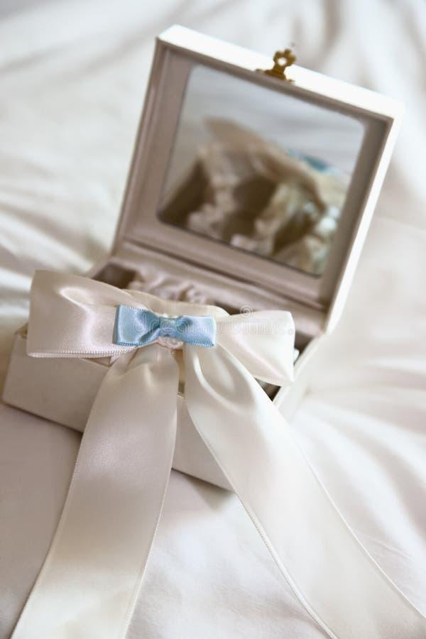 podwiązka błękitny biel zdjęcia stock