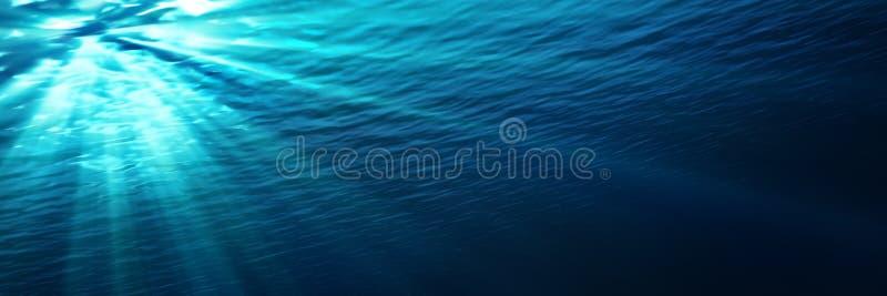 Podwodny - błękitny jaśnienie w głębokim morze zdjęcie royalty free