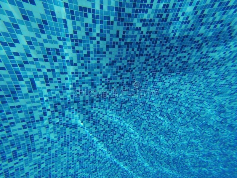 podwodny Piękny błękitny tło swimmingpool zbliżenie zdjęcie stock