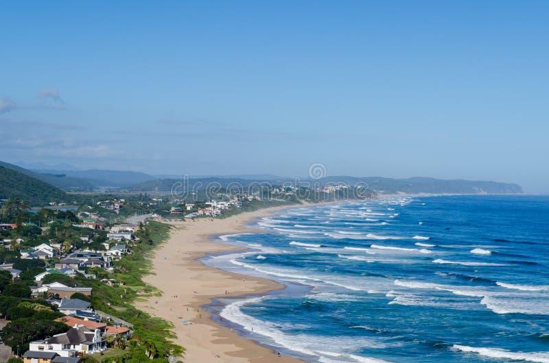 Podwyższony widok pustkowie plaża, Ogrodowa trasa w Południowa Afryka obrazy royalty free