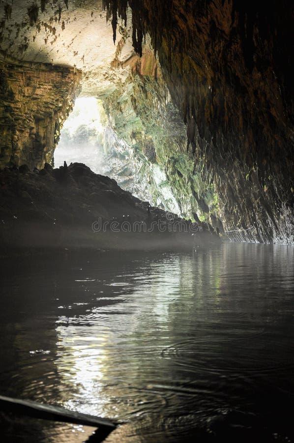 Podziemna sceneria egzotyczny jamy jezioro obraz stock