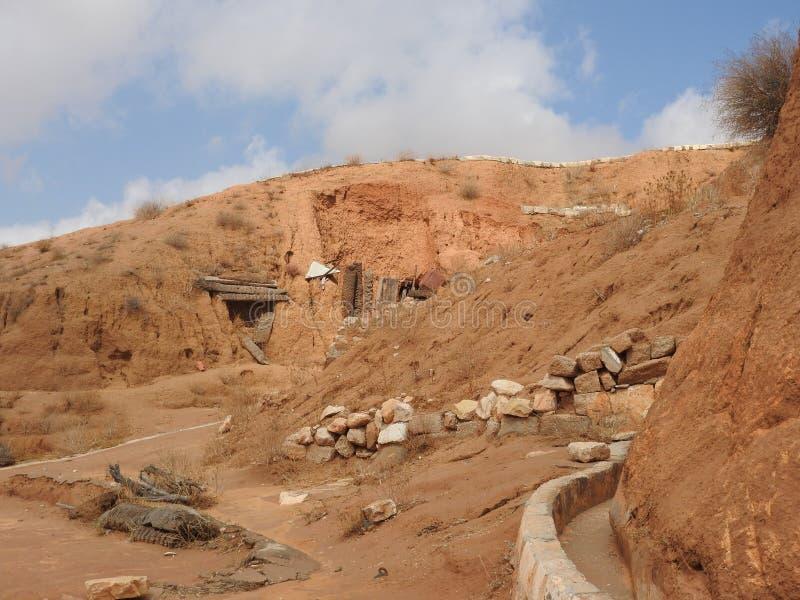 Podziemne troglodyta jamy Berbers w saharze, Matmata, Tunezja, Afryka, na jasnym dniu fotografia stock