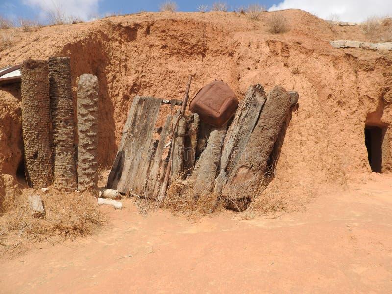 Podziemne troglodyta jamy Berbers w saharze, Matmata, Tunezja, Afryka, na jasnym dniu zdjęcia stock