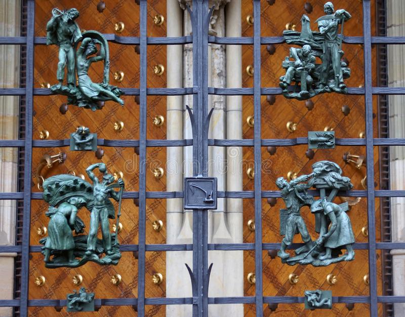 Poema metálico no castelo de Praga fotografia de stock royalty free