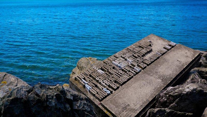 Poema por Dennis Glover em Wellington Writers Walk imagem de stock royalty free