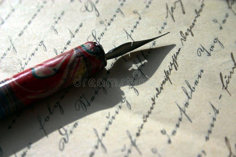 Poemas da escrita ou contratos de assinatura? imagens de stock