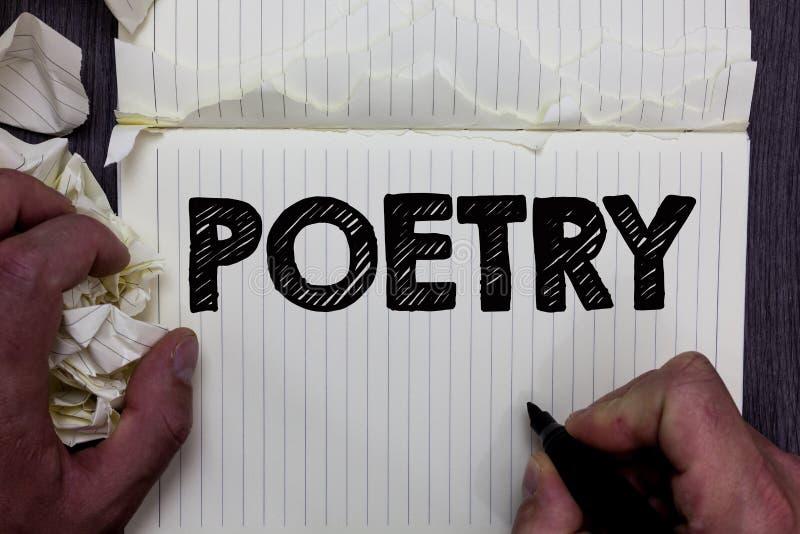 Poesia da escrita do texto da escrita Conceito que significa a expressão do trabalho literário de ideias dos sentimentos com os p fotos de stock