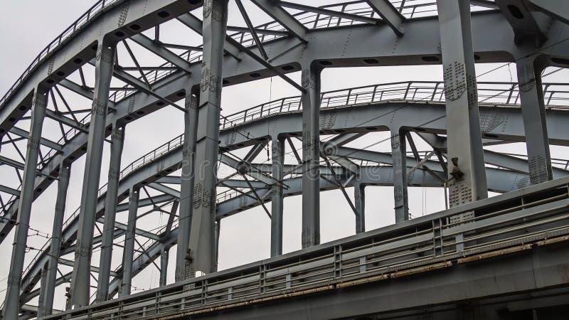 Poesia de estruturas do metal de St Petersburg fotografia de stock