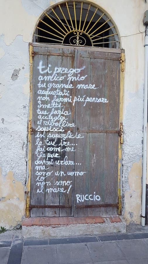 Poesia em uma porta fotografia de stock royalty free