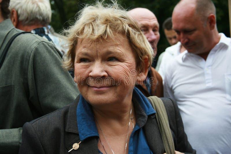 Poeta Marietta Chudakova al raduno di Russo fotografie stock libere da diritti