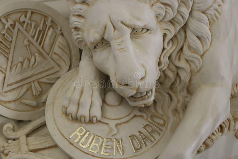 Poeta mundialmente famoso Ruben Dario Tomb em Leon Cathedral imagens de stock