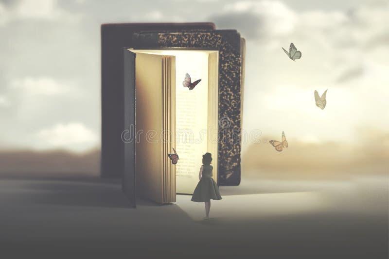 Poetisches Treffen zwischen einer Frau und Schmetterlingen, die aus ein Buch herauskommen stockfotografie