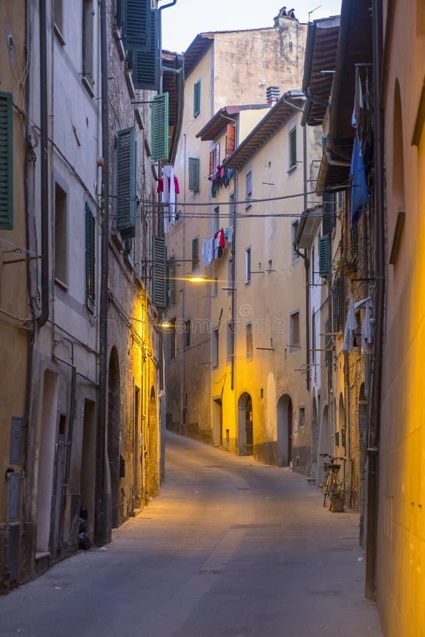 Poggibonsi, Siena, na noite imagens de stock