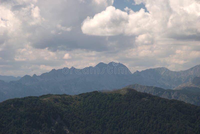 Pogled sa Bendovca na Moracke planine zdjęcie stock