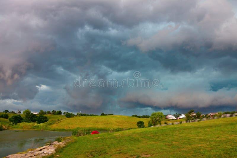 Download Pogoda zdjęcie stock. Obraz złożonej z gazon, budynki - 28983518