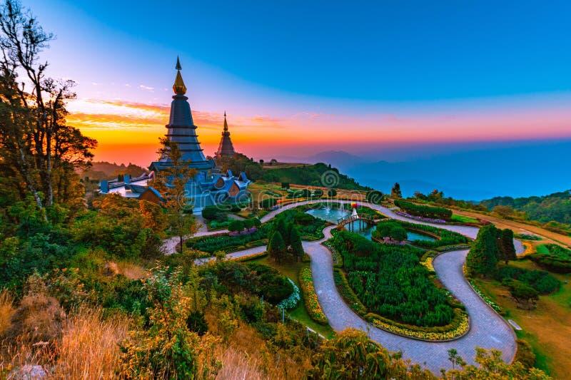 Pogoda na montanha Doi Inthanon com o nascer do sol da manhã em Chaingmai, Tailândia foto de stock royalty free