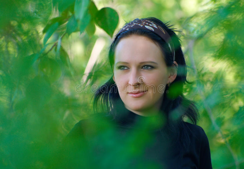 pogodna lasowa dzień dziewczyna zdjęcie stock
