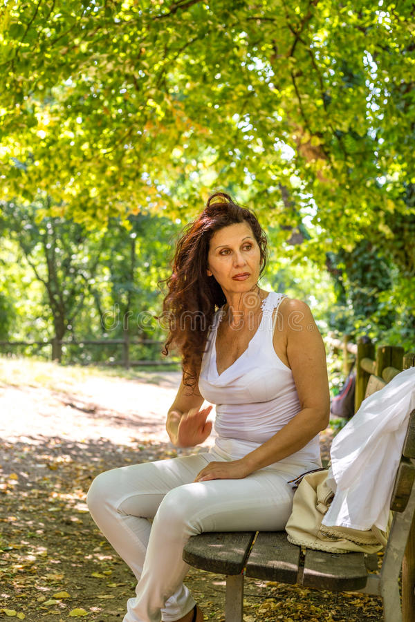 Pogodna menopauzalna kobieta obraz royalty free