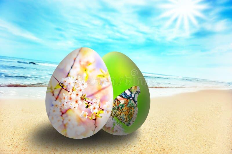 pogodni Easter plażowi kolorowi jajka zdjęcia royalty free