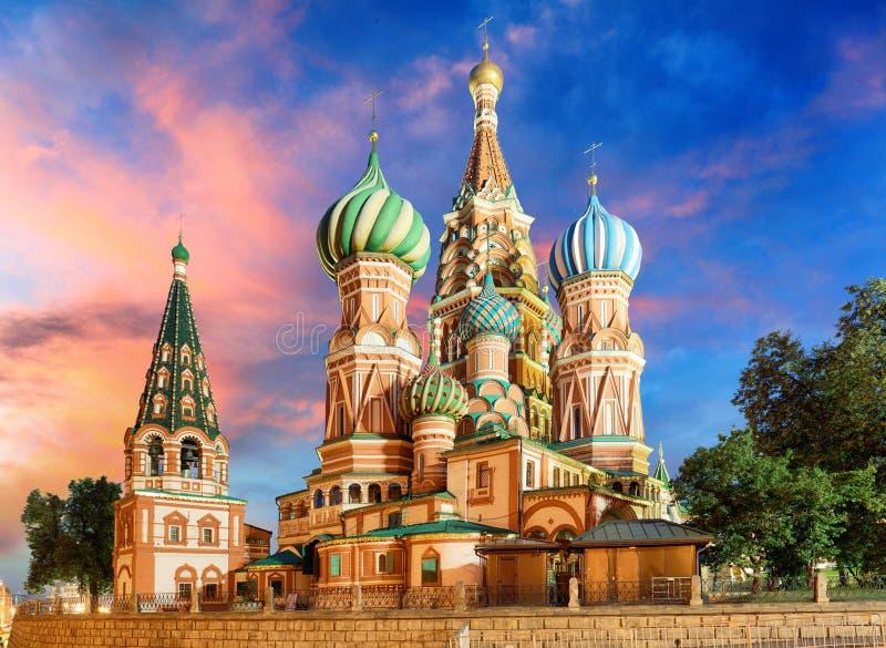 Pogodny jesień ranek przy St basila katedrą na placu czerwonym, Moskwa, Rosja zdjęcie royalty free
