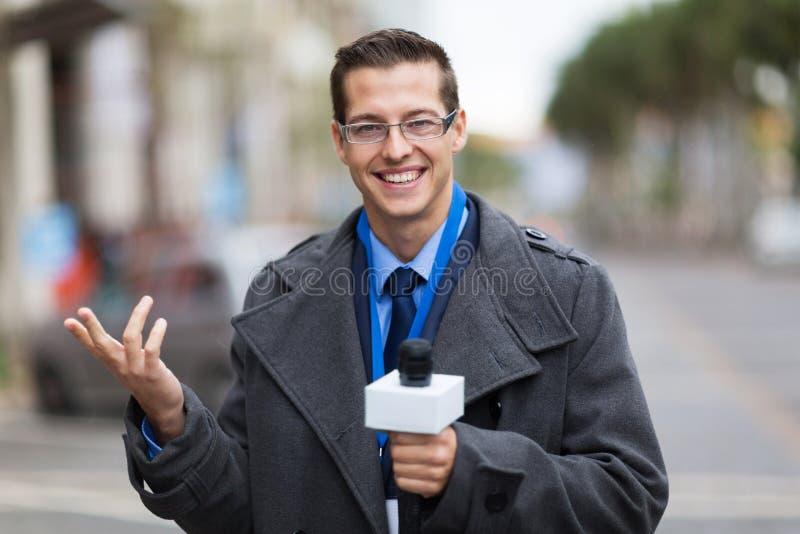 Pogodowy reportera program na żywo obrazy stock
