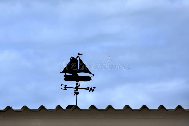 Pogodowy Vane na dachu fotografia royalty free