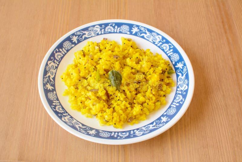 Poha ett frukostobjekt som göras av pustaa ris royaltyfri bild