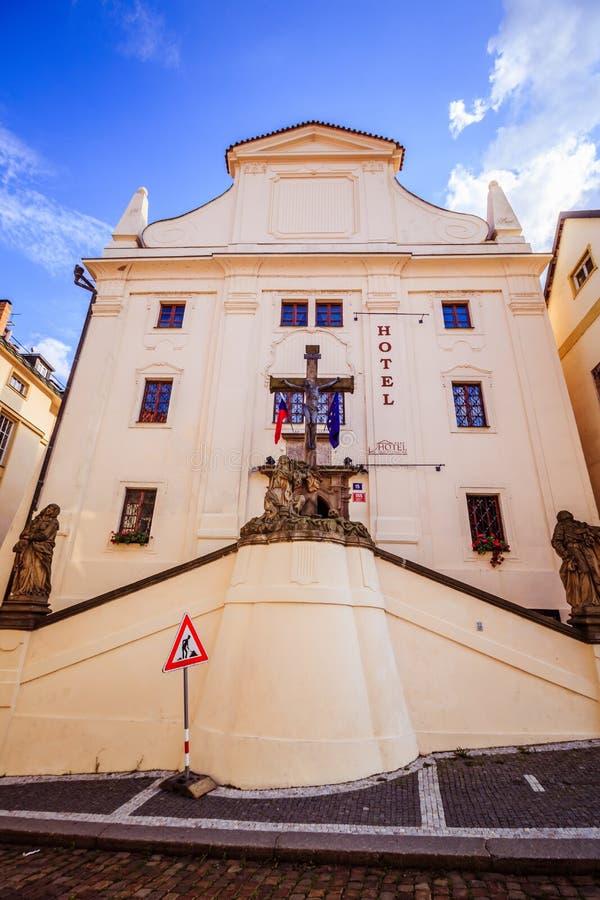 PohoÅ™elec no verão, em Praga, República Checa imagens de stock