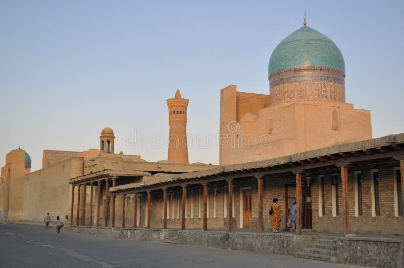 Poi卡尔扬清真寺位于布哈拉的历史部分 图库摄影