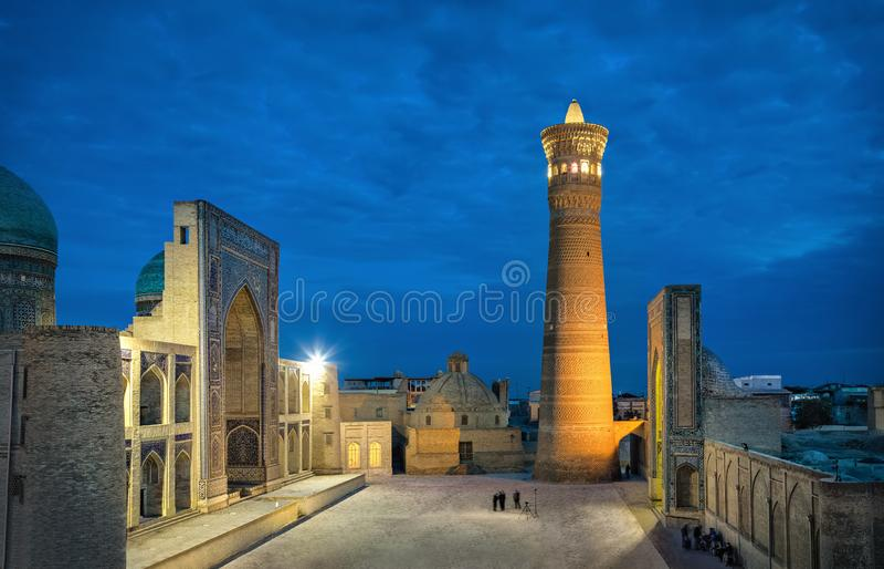 Poi Kalan - complejo religioso situado alrededor del alminar de Kalan en Bukhara fotos de archivo