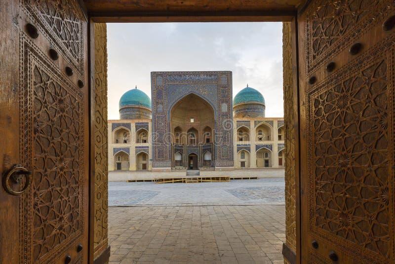 Poi Kalon Madrasah w Bukhara i meczet fotografia stock