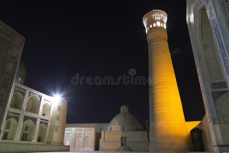 Poi Klyan复合体在布哈拉,乌兹别克斯坦 Kalyan清真寺和Kalyan或Kalon未成年人 布哈拉是世界遗产名录站点由联合国科教文组织 免版税库存图片