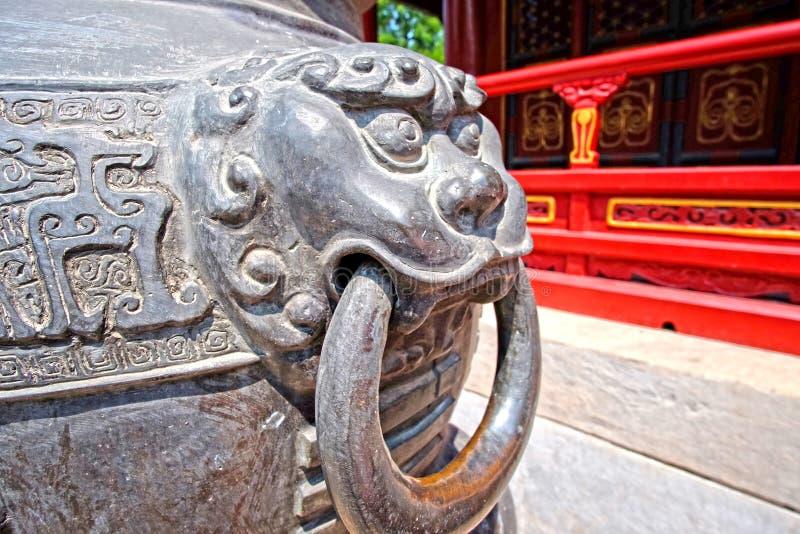 Poignée animale d'encensoir en bronze antique de Chinees photos libres de droits