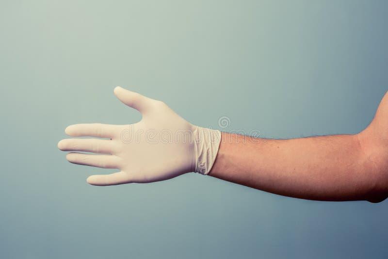 Poignée de main de offre de port de gant de latex de main image stock