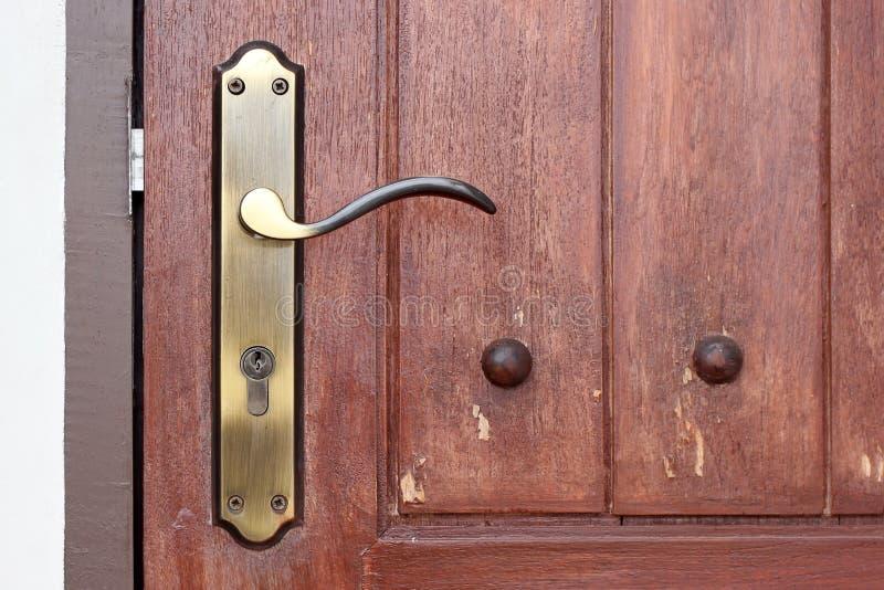 Poignée de porte de vintage avec le trou de la serrure image libre de droits